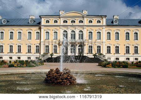 Rundale Palace fountain