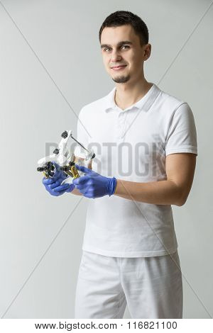 Dentist with parallelometer