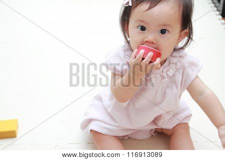 Japanese baby girl playing with blocks (0 year old)