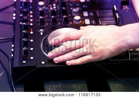 hands on the DJ decks
