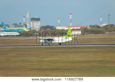 Air Baltic Fokekr 50 Landing