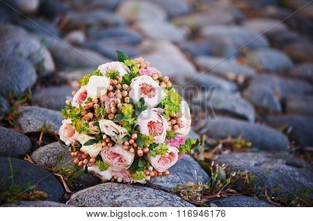 The bride's bouquet with brooch
