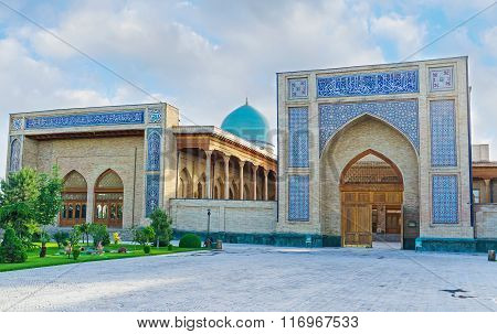 The Facade Of Khazrat Imam Mosque