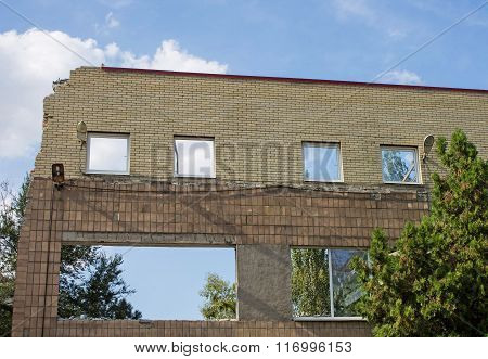Wall Postaradavshego Buildings From The War
