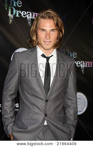 LOS ANGELES - 6 de JUL: Bryan McGowan chegando no Dreamworld Benefit Concert para cair pios