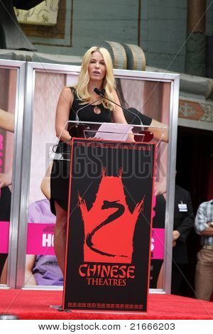 LOS ANGELES - JUL 7:  Chelsea Handler at the Jennifer Aniston Handprint & Footprint Ceremony at Grauman's Chinese on July 7, 2011 in Los Angeles, CA