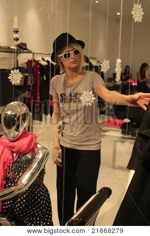 LOS ANGELES - DEC 22: Paris Hilton is on a shopping spree on Robertson Boulevard with her dogs and boyfriend in Los Angeles, California on December 22, 2007