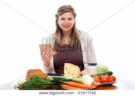 glückliche Frau Sandwiches machen