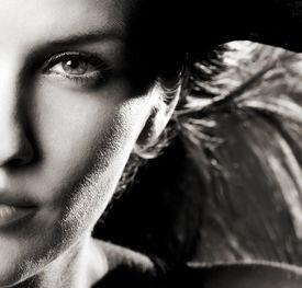 foto of beautiful young woman  - Hot dramatic woman with beautiful hair - JPG