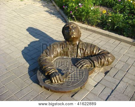 monument to the sanitary technician on road