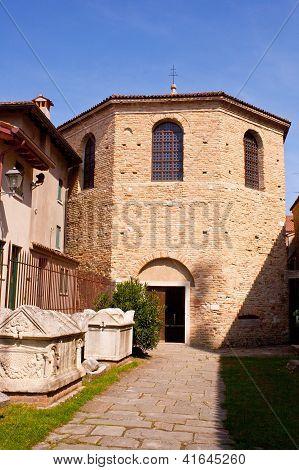 Baptistry, Grado