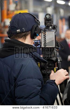 A imagem de um cinegrafista profissional