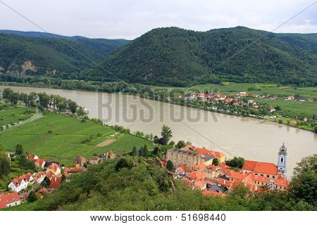 WACHAU, AUSTRIA - AUGUST 11 : Durnstein Abbey and the Community along the Danube river on August 11, 2012 in Austria