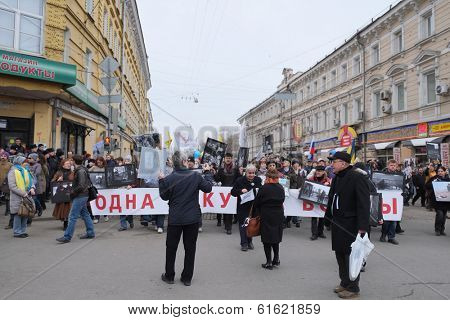 MOSCOW - MARCH 15: Members of protest manifestation against war in Ukraine bear a banner