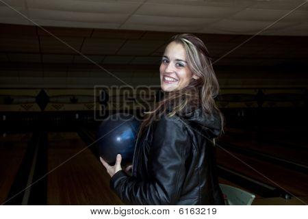 Bowling de mulher sorridente