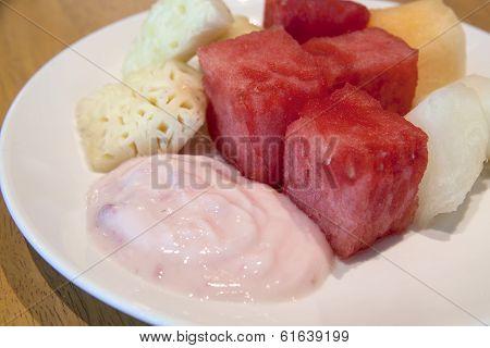 Strawberry Yogurt With Fresh Fruits