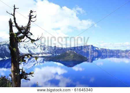 Crater Lake National Park in snow