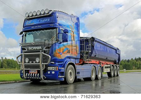 Scania R620 Show Truck At Work