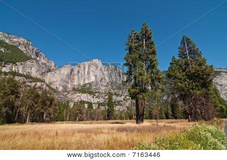 Beautiful Breathtaking Scenic Vibrant Yosemite Landscape Picture