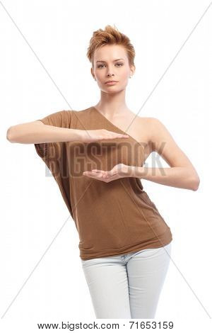 Trendy woman with short hair pretending to hold something in hands.