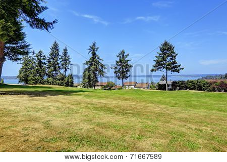 Beautitul Landscape With Water View. Federal Way, Wa