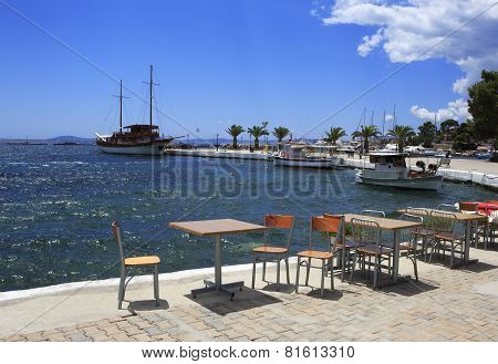 Cafe at the pier in Neos Marmaras.