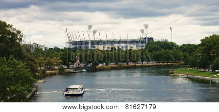 MELBOURNE, AUSTRALIA  - DECEMBER 30, 2014: Yara River runs through the center of the city