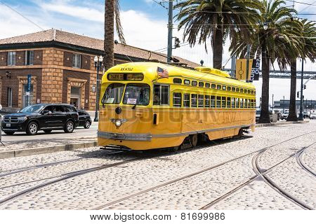 The yellow tram in San Francisco