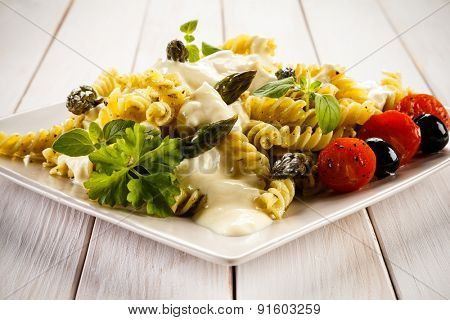 Pasta, white sauce and vegetables