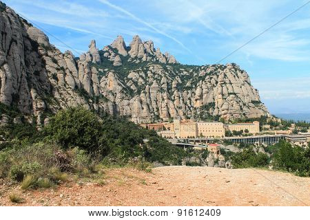 Spectacular views of the top of Montserrat and mad energy of the hill