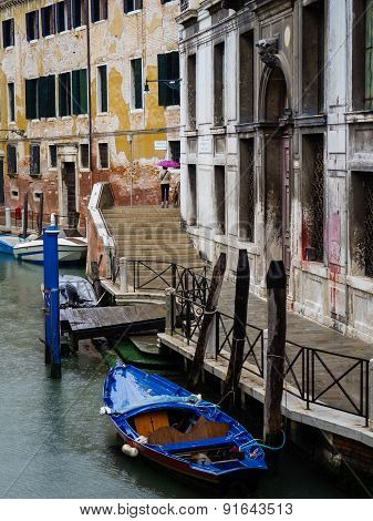 Venice, Italy - 23 May 2105: View Of A Side Canal And Old Buildings In The Centre Of Venice.