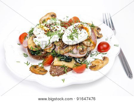 Sandwich with poached eggs