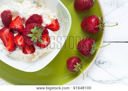 Curd With Yogurt And Strawberries