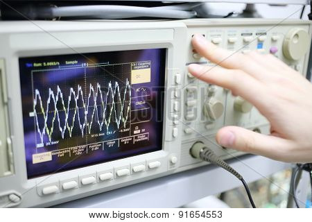 Modern device oscilloscope with airwaves