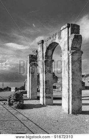 Grotte Di Catullo Ruins