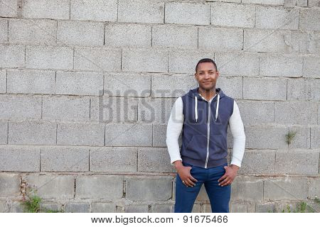 Afroamerican guy on the street with a wall background