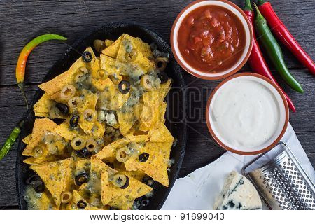 Traditional Nachos With Cheese And Salsa
