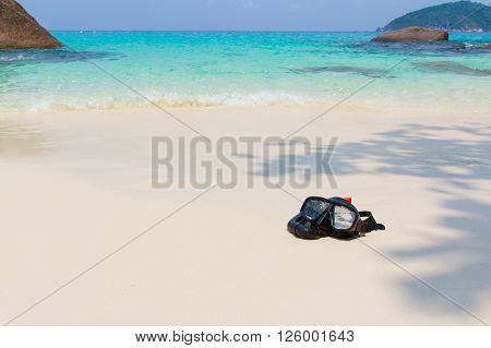 Diving mask and snorkel on the beach, Diving mask idea, Diving mask concept, Diving mask isolated, Diving mask background, Diving mask glass view ocean.
