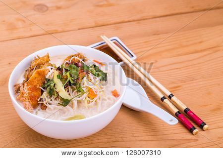 Rice Vermicelli Fried Fish Head Noodle Soup, Delicacy  In Malaysia
