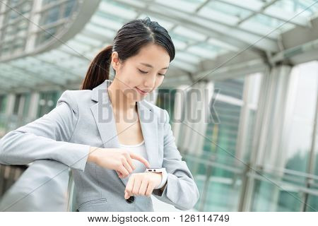 Businesswoman use of smartwatch
