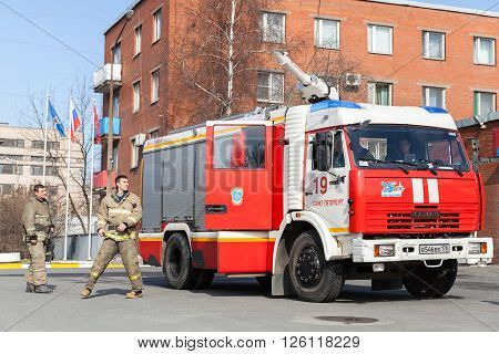 Kamaz 43253 Truck, Russian Fire Engine With Firemen