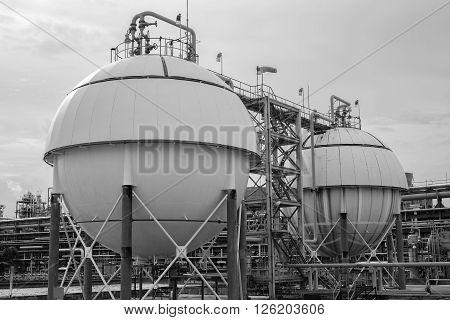 Petrochemical  Industrial Oil , Refinery plants .