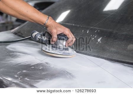Auto body repair series : Sanding trunk paint