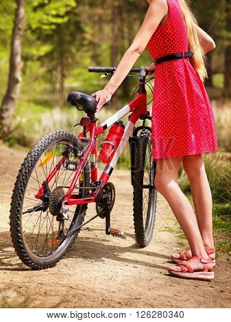 Bikes cycling girl into park.
