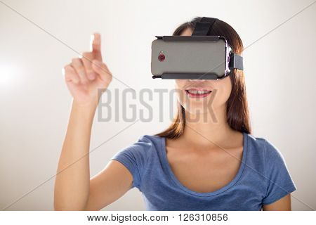 Woman use of virtual reality device to play the game