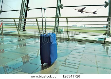 hand luggage forgot at the airport lobby