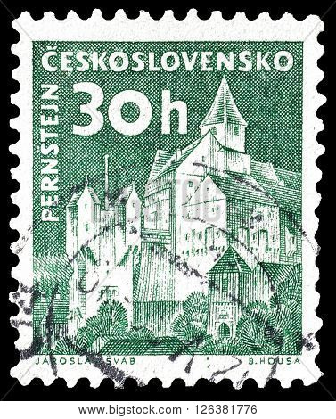 CZECHOSLOVAKIA - CIRCA 1960 : Cancelled postage stamp printed by Czechoslovakia, that shows Pernstein castle.