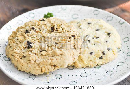chocolate chip cornflake and raisin cookie dish