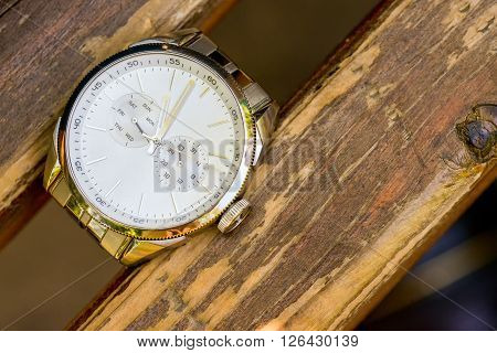 Old man watch between two piece of wood