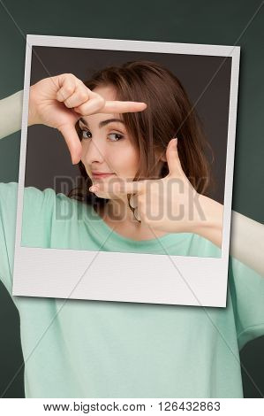 Picture of beautiful woman showing frame with fingers